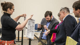 Une équipe de la commission chargée de superviser les élections dans le comté de Leon à Tallahassee en Floride.