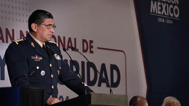 El General Luis C. Sandoval asumirá el reto de reducir los altos niveles de violencia que se han vivído en el país en los últimos dos años.