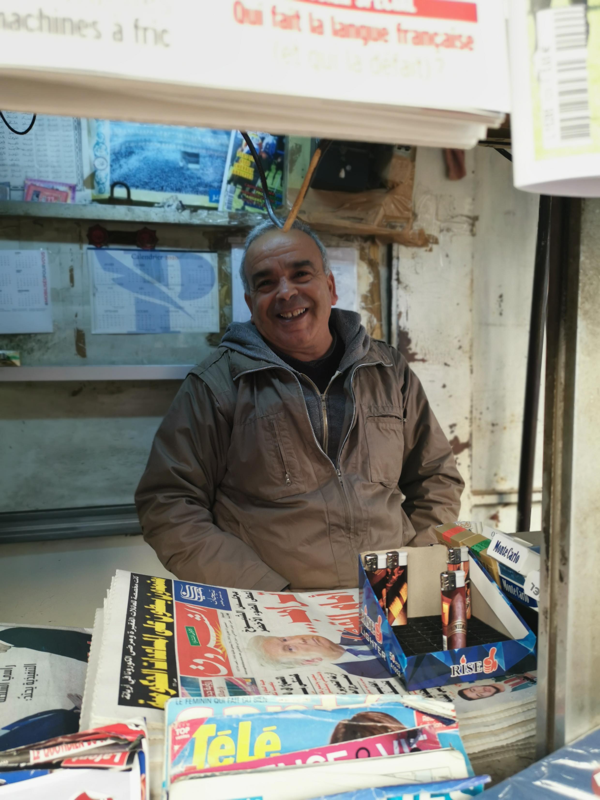 برهان بائع صحف في شارع باريس بتونس العاصمة 11 شباط 2021