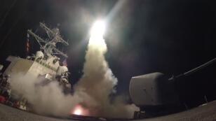 Un navire de guerre américain abritant des lances-missiles en mer Méditerranée, le 7 avril 2017.