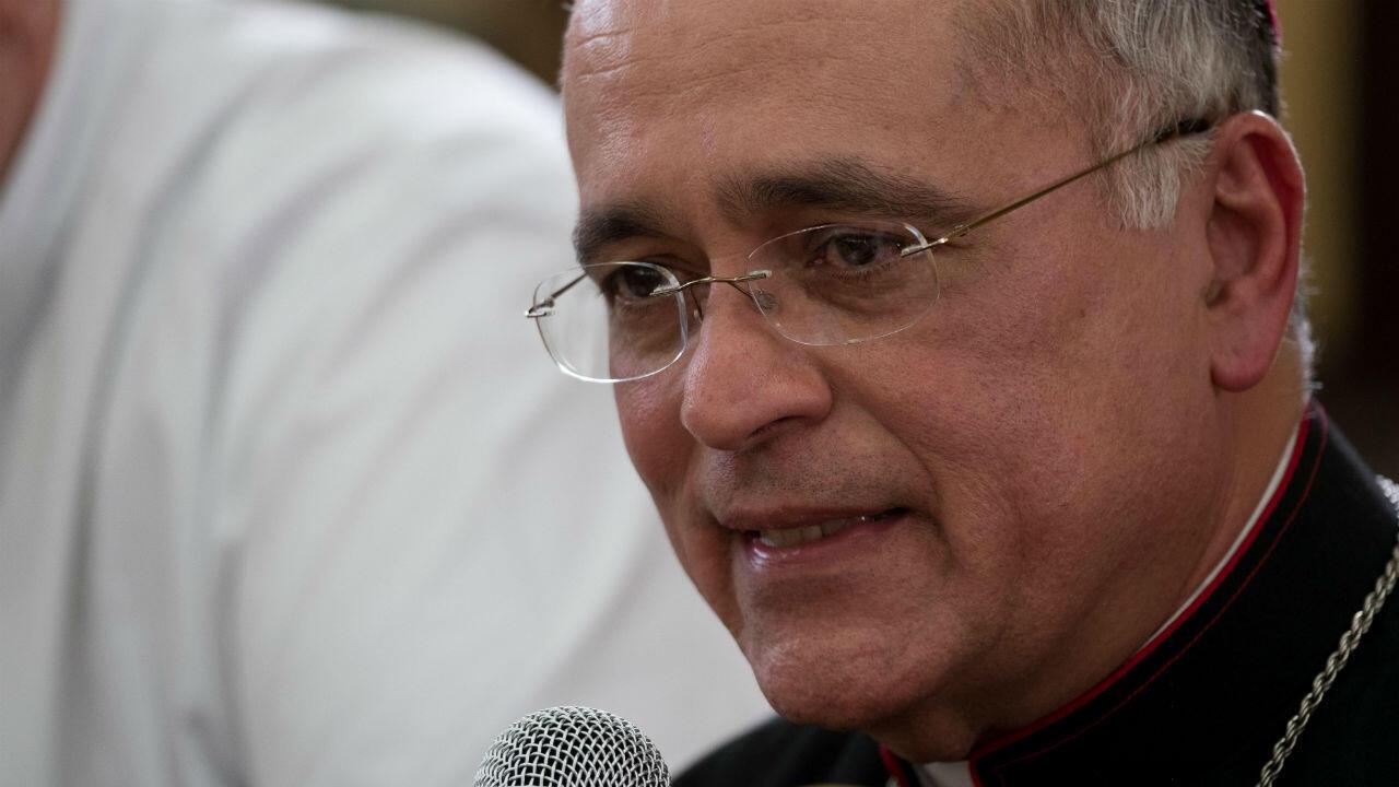 El obispo auxiliar de la Arquidiócesis de Managua, Silvio Báez, durante una rueda de prensa el 10 de abril de 2019 en la sede de la Curia Arzobispal en la capital nicaragüense.
