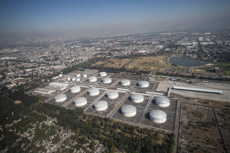 Una vista aérea del complejo de la empresa petrolera mexicana PEMEX en Azcapotzalco, tomada el 4 de febrero de 2019 a las afueras de Ciudad de México