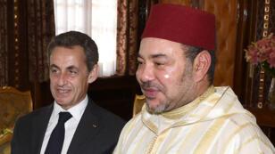 L'ancien président français Nicolas Sarkozy et le roi du Maroc Mohammed VI lors d'une rencontre au palais royal de Rabat, le 22 juin 2015.
