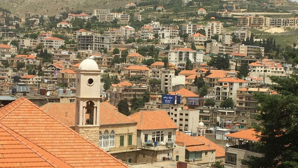 Zahlé est située dans la plaine de la Békaa, à l'est de Beyrouth.