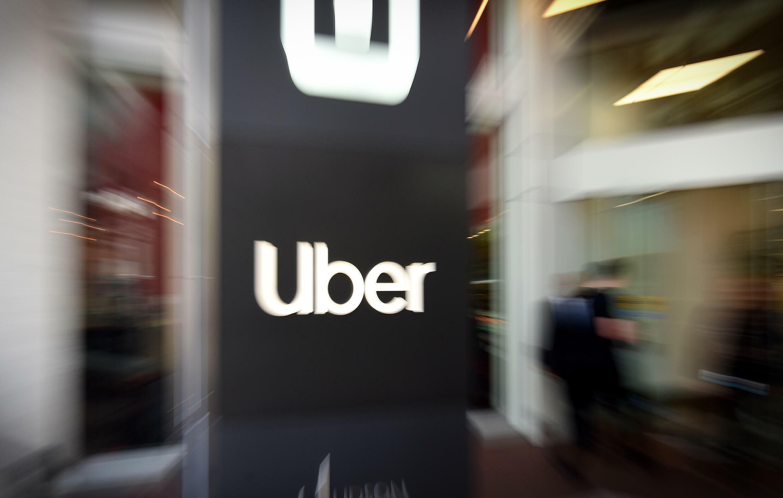 Foto de archivo tomada el 8 de mayo de 2019, muestra un logotipo de Uber afuera de la sede de la compañía en San Francisco, California