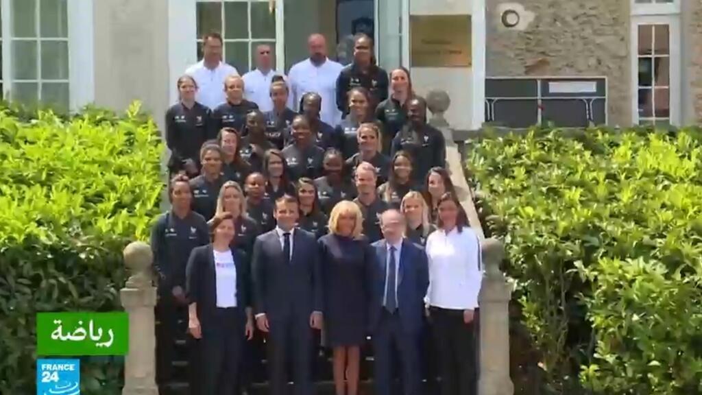 ماكرون يزور سيدات المنتخب الفرنسي ويكرم لاعبي منتخب الرجال