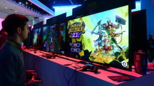 Un joueur de Dungeon Defenders II au salon E3 de Los Angeles, le 16 juin 2015.