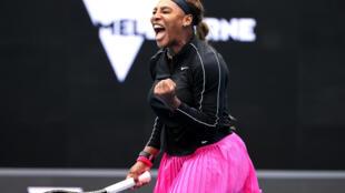 La joie de l'Américaine Serena Williams, après sa victoire face à l'Australienne Daria Gavrilova, lors du 1er tour du Yarra Valley Classic, le 1er février 2021 à Melbourne
