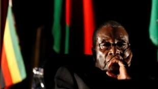 رئيس زيمبابوي السابق روبرت موغابي في قمة مجتمع تنمية الجنوب الأفريقي (SADC)، جوهانسبرغ، 17 أغسطس/ آب 2008.