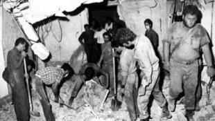 صورة من الأرشيف تظهر تفجير مقر حزب الكتائب اللبنانية في منطقة الأشرفية في 14 أيلول/سبتمبر 1982