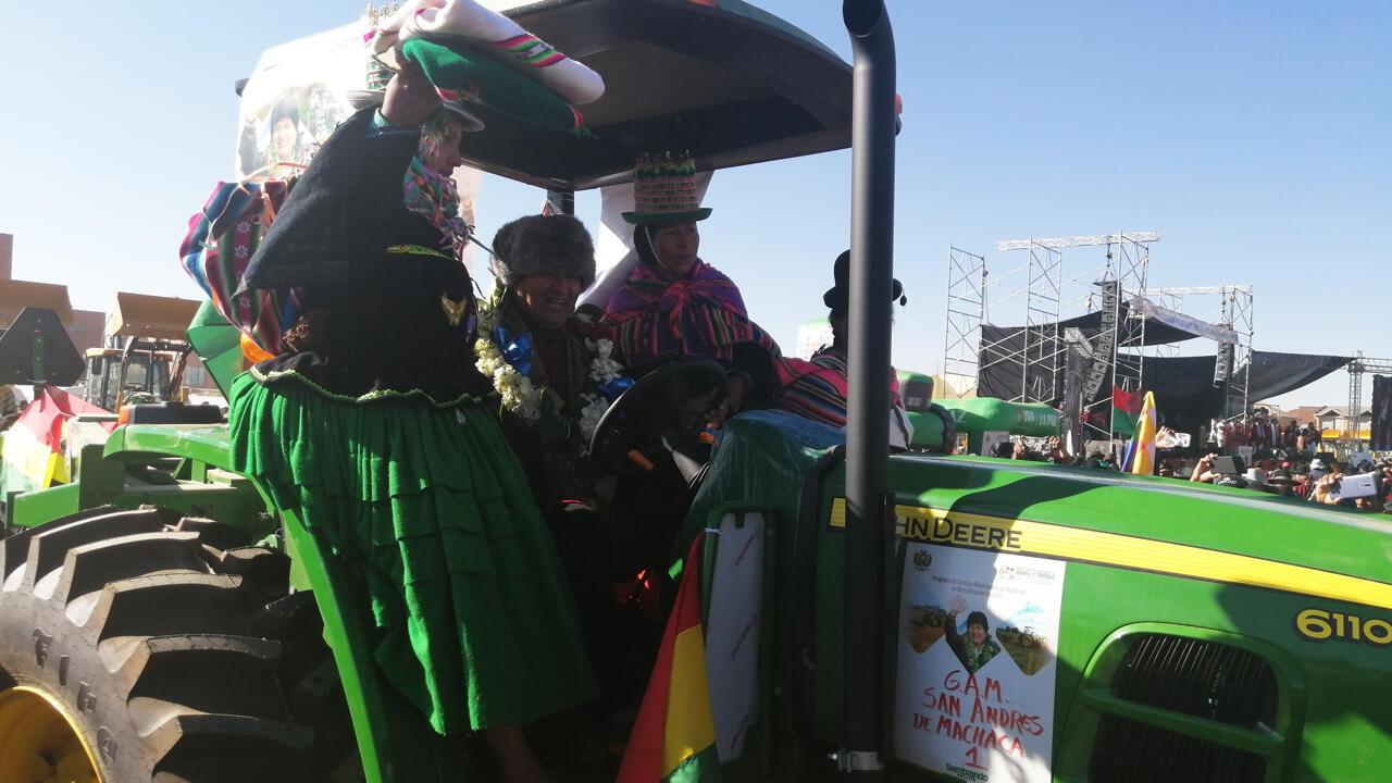 El presidente de Bolivia, Evo Morales, asiste el 14 de julio a un acto de entrega de tractores para campesinos aymaras.