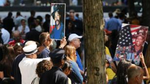 Des proches de victimes des attentats du 11-Septembre réunis à Manhattan, le 11 septembre 2019.