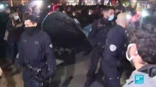 2020-11-24 11:02 Évacuation de migrants : un camp violemment démantelé place de la République à Paris