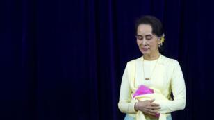 Aung San Suu Kyi, le 28 août dernier, lors d'une rencontre avec des étudiants de l'université de Rangoon.