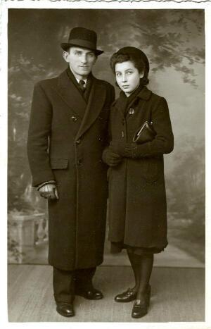 Louise Dillery et son père en 1940. Tous deux portent le deuil.