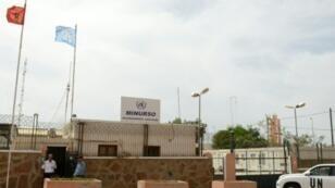 سيارة تابعة للأمم المتحدة أمام مكتب الأمم المتحدة في العيون في 13 أيار/مايو 2013