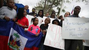 Une manifestation à Miami de la communauté haïtienne pour protester contre les propos de Donald Trump, le 12 janvier 2018.