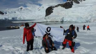 Científicas de la expedición visitan un mirador de Bahía Paraíso, considerado uno de los lugares más bellos de la Antártida. Las ochenta líderes científicas de la expedición 'Homeward Bound' pusieron pie por fin en el continente antártico, donde conocieron un ambicioso proyecto de investigación de peces en la base argentina Brown, en Bahía Paraíso, el 15 de enero de 2019.