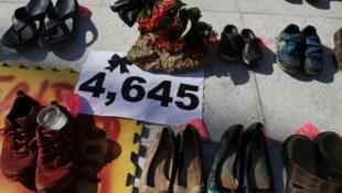 Exhibición de zapatos en el Capitolio para rendir homenaje a las víctimas del huracán María luego de que un equipo de investigación dirigido por la Universidad de Harvard calculara que 4,645 personas perdieron la vida, cifra no confirmada por el gobierno. San Juan, Puerto Rico, 1 de junio de 2018.