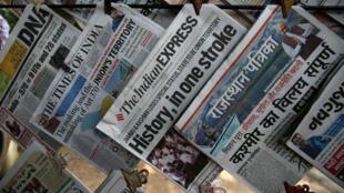 """Le 6août, au lendemain de la décision de Narendra Modi de révoquer l'autonomie du Cachemire, l'ensemble des journaux indiens titrent sur cette décision """"historique""""."""