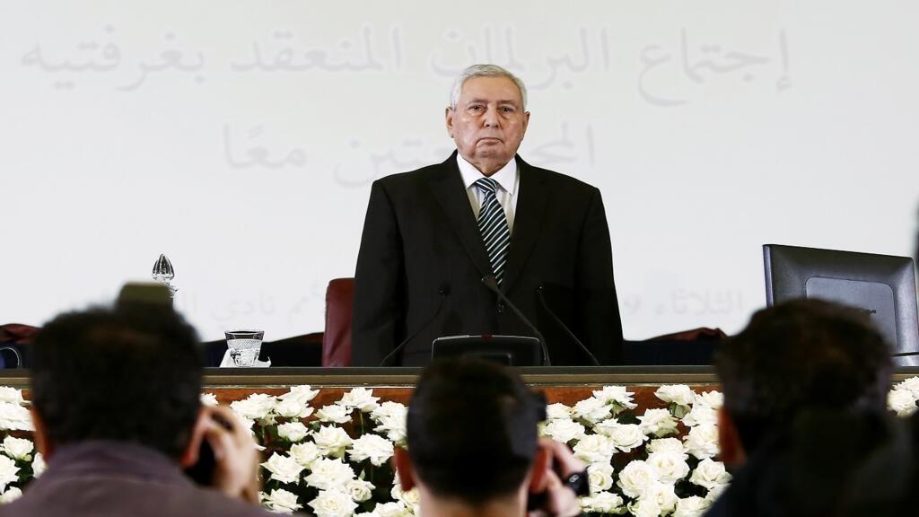 الجزائر: هيئة الحوار تدعو لإجراء الانتخابات الرئاسية  في أقرب الآجال