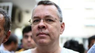 القس الأمريكي أندرو برانسون 25 تموز/يوليو بعد إطلاق سراحه في تركيا مع فرض الإقامة الجبرية