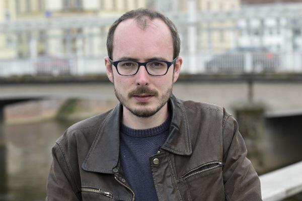 """Antoine Deltour, qui a révélé le scandale """"LuxLeaks"""", est actuellement en procès. Il encourt une peine de dix ans d'emprisonnement au Luxembourg et une lourde amende."""