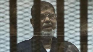 Mohamed Morsi durant son procès au Caire, en juin 2015.