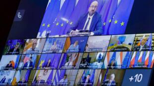 Le président du Conseil européen Charles Michel (en haut) préside une réunion en visioconférence des dirigeants de l'UE sur la Biélorussie, le 19 août 2020.
