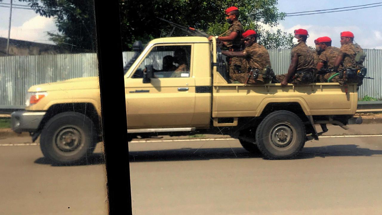 جنود يجوبون شوارع العاصمة الإثيوبية أديس أبابا في 2 يوليو/تموز 2020.