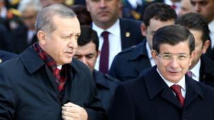 Le président turc et son Premier ministre ont pris la défense du principe de laïcité.