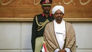 El expresidente sudanés Omar al-Bashir, el 14 de marzo de 2019, en el palacio presidencial de Jartum.