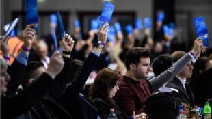 """Los delegados de AfD votaron """"Sí"""" para la salida de Alemania de la Unión Europea. Riesa, Alemania. 13 de enero de 2019."""