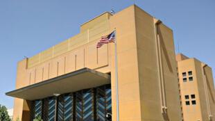 Imagen de la fachada de la embajada estadounidense en Kabul, Afganistán.