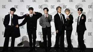 Les stars de la K-pop BTS posent le 20 novembre 2020 à Séoul pour la sortie de leur nouvel album