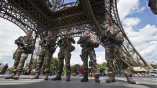 Depuis les attentats de 2015, les militaires de l'opération Sentinelle protègent les lieux stratégiques en France.