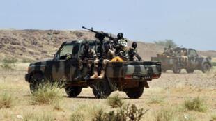 Le Niger a déployé un contingent militaire le long de sa longue frontière avec le Mali pour éviter les incursions de groupes armés.