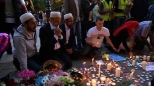 قتل 22 شخصا وأصيب العشرات في الاعتداء الذي وقع خارج قاعة مانشستر أرينا في 22 أيار/مايو 2017 في نهاية حفل للمغنية الأمريكية أريانا غراندي