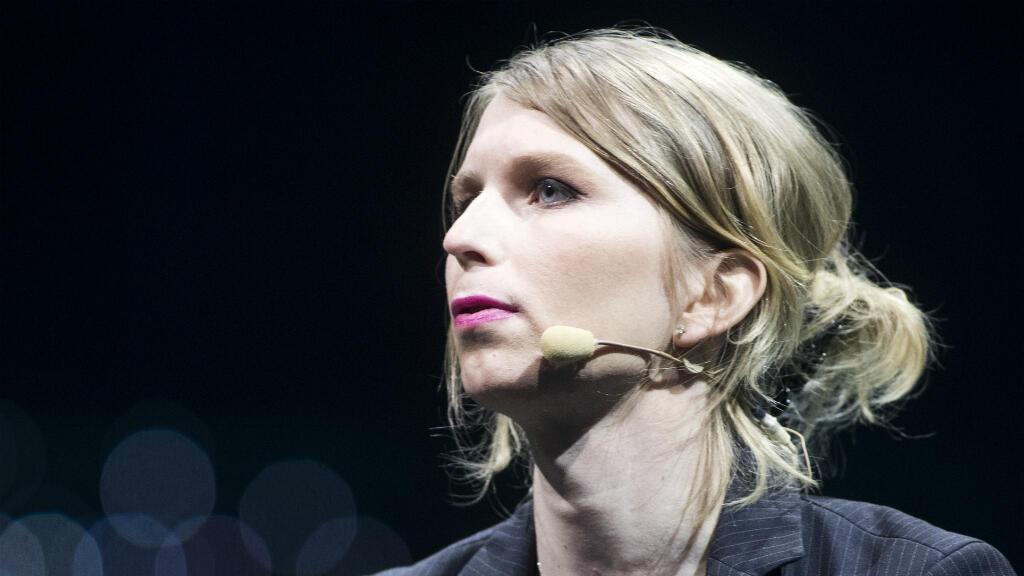 Chelsea Manning habla durante la conferencia C2 en Montreal, Quebec, el 24 de mayo de 2018.