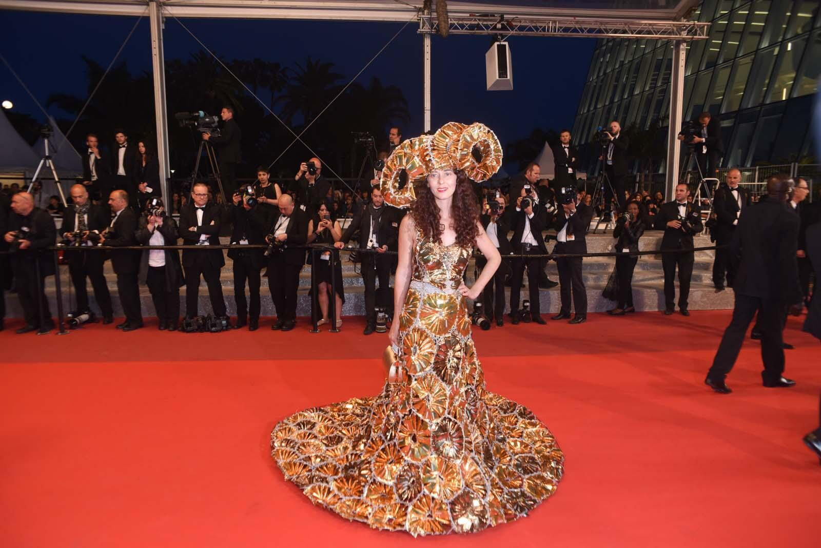 Fashion designer Larisa Katz turned heads on the red carpet with a voluminous gown made out of recycled materials.