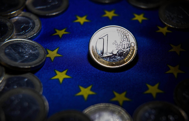 Para sacar a las economías de la recesión, Bruselas ofrece préstamos a gran escala en los mercados para financiar su plan de estímulo de 750 mil millones de euros.