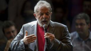 Lula s'est exprimé devant ses partisans à Rio de Janeiro, lundi 2 avril.