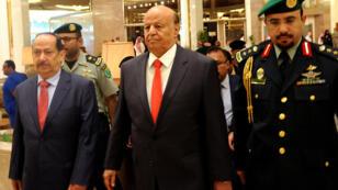 - الرئيس اليمني عبد ربه منصور هادي في الوسط