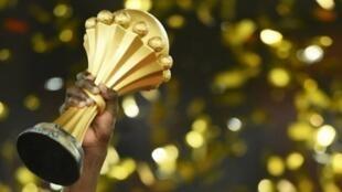 La Confédération africaine de football a retiré l'organisation de sa coupe continentale au Cameroun.