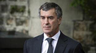 Acculé à la démission en mars 2013, Jérôme Cahuzac a renoncé à tous ses mandats, quitté la politique et risque maintenant une peine allant jusqu'à sept ans de prison et deux millions d'euros d'amende.