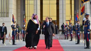 Le président égyptien, Abdel Fatah Al-Sissi, et le prince héritier d'Arabie saoudite, Mohammed ben Salmane, le 6 mars 2018, au Caire.