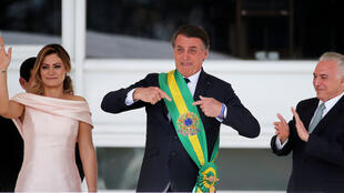 Jair Bolsonaro (izquierda) asumió como el presidente número 38 de Brasil bajo fuertes medidas de seguridad el 1 de enero de 2019.