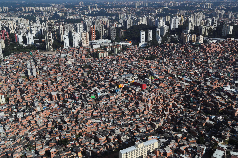 Paraisopolis, l'un des quartiers les plus pauvres de Sao Paulo, risque de payer un lourd tribut au Covid-19.