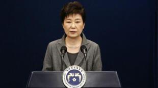 La expresidenta de Corea del Sur, Park Geun-Hye, habla durante un discurso ante la nación en la Casa Azul presidencial en Seúl, el 29 de noviembre de 2016.