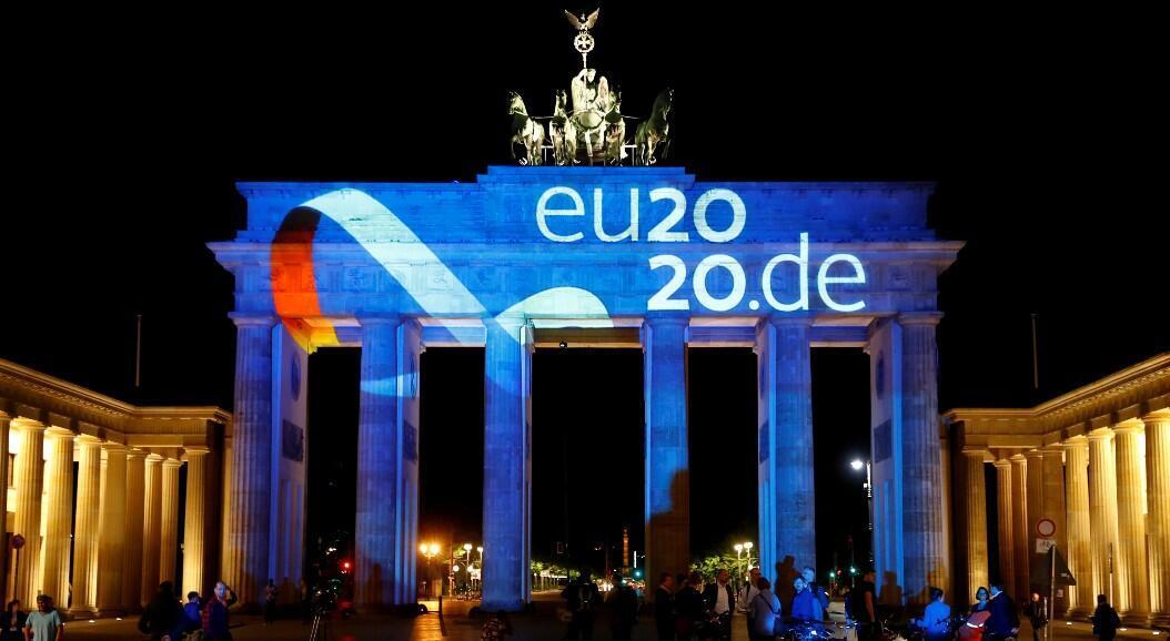 Alemania celebra su inicio de la presidencia rotativa de la UE con proyecciones en la Puerta de Brandenburgo, en Berlín, Alemania, el 30 de junio de 2020.